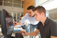 Zwei Männer bei der Arbeit © goodluz - Fotolia.com